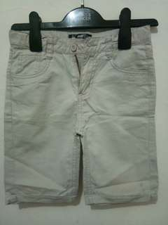 Celana chino pendek
