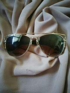 Kaca mata (kacamata fashion wanita)