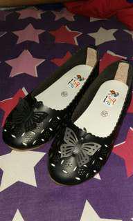 Sepatu anak hitam