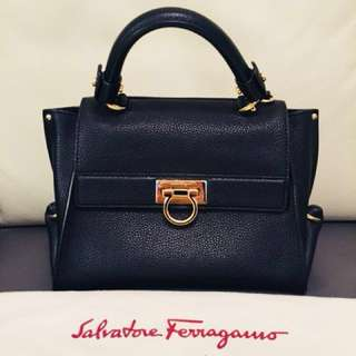 Salvatore Ferragamo leather ladies handbag /tote bag (90%new) (100%real) 罕有ferragamo 真皮女裝手袋,購自巴黎