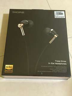 BNIB 1more triple driver in-ear headphones