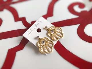🚚 全新韓版超美金色古典珍珠耳環