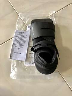 🚚 Procare squared Toe post-op shoe. Small(shoe size : Men's 5.5-7/ women's 6.5-8)