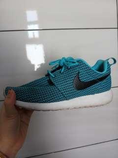 Nike Rosherun blue knitted