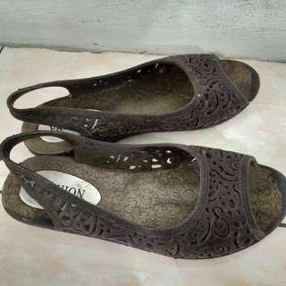 Sepatu Jelly 38