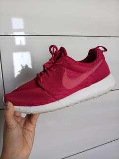 Nike Hot Pink Roshe