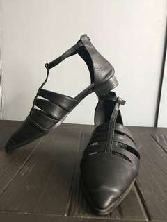 T-strap Pointy flats