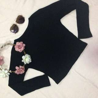 Black Knitted Long Sleeves Semi Cropped
