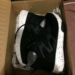 Reebok Rubber Shoes 7.5 black and white