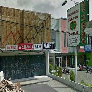 Kios pinggir jalan utama di Pancoran Mas kota Depok