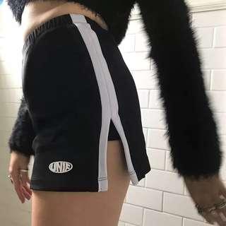 。UNIF復古美式運動風側面條紋開衩褲裙。S-XL