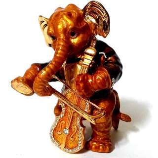 Musical Ganesha with violin