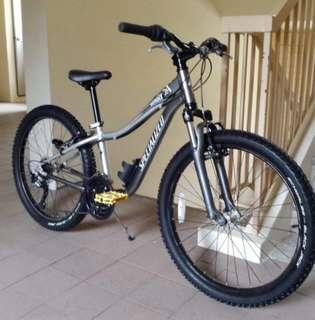 """Specialized 24"""" wheel mountainbike"""