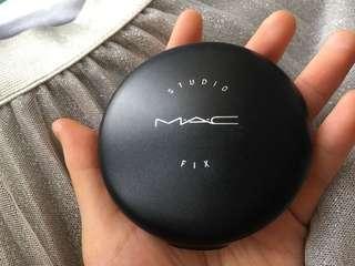 Mac 定妝粉餅。 Mac fix powder. Used twice only. 用過兩次