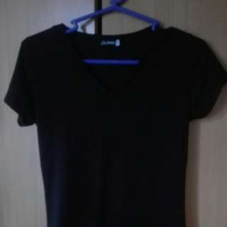 G2 Plain Black Vneck Small