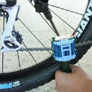 Cylion portable brush for bicycle chain. Easy to use.