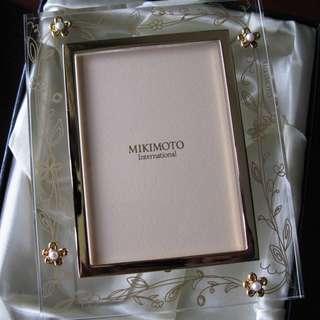 全新。MIKIMOTO INTERNATIONAL  PHOTO FRAME 6''x5''。INLAID WITH 4 AUTHENIC GENUINE MIKIMOTO PEARLS