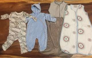 4 x sleeping outfits & sleeping bags 6-12 months