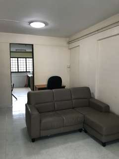172 Ang mo Kio 2 beds for rent $1600