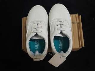 :: White Sneakers Kids