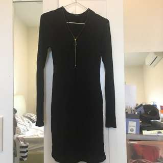 Bodycon Black : size L-XL(14) condition 75% ( the cloth make your body look slimmer and tight well with your curve)