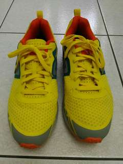 義大利 DIADORA 慢跑鞋 運動鞋 閃耀黃 US11 品項新