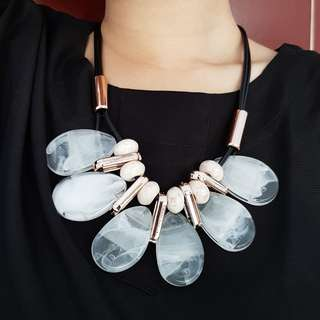 White & Gold Statement Necklace #01