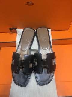 正品 全新 Hermes 黑色皮 H Oran 平底拖鞋