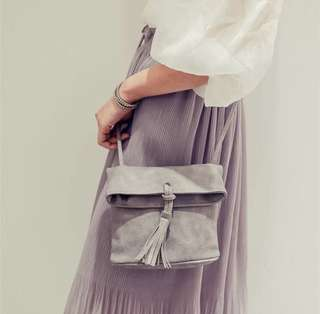 🚚 灰色流蘇包包🎈