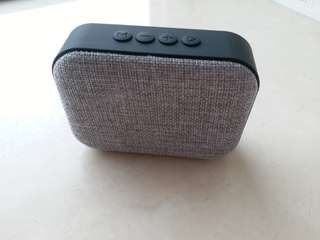 藍牙喇叭收音機二合一 (Bluetooth speaker and radio 2 in 1)