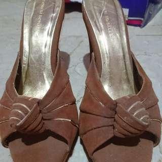 Yongki high-heels