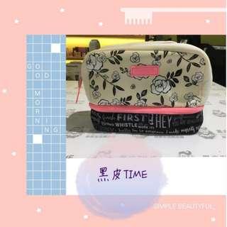 🚚 【黑皮TIME】BENEFIT貝玲妃-旅行收納包 (公司貨)G01G01389
