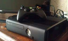 Xbox 360 Slim with Controller