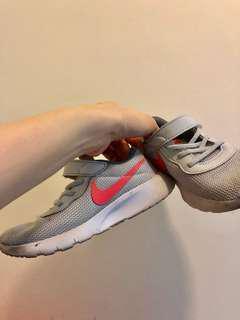 🚚 nike童鞋 (男女皆可)16碼