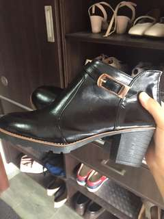 (Pos Inc) Black Buckle Leather Boots