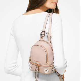 🇨🇦加拿大代購🇨🇦Michael Kors Rhea Mini Floral Appliqué Leather Backpack