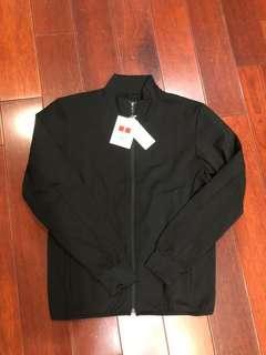 全新uniqlo黑色經典運動外套乾淨利落的立領外套