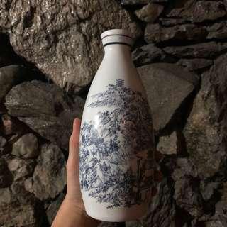 Japanese Porcelain Vase (Decor Piece)