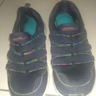 Sepatu sport Skechers original