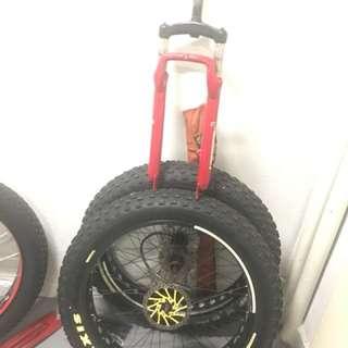 Fat bike wheel and suspension bid