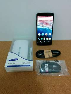 LG Nexus 5 with Power Bank and accessories