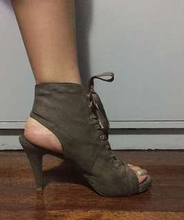 Ankle Bootie Laceup suede peep toe