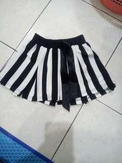 rok hitam putih