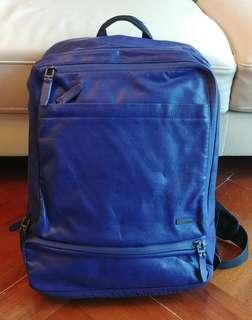 [原價2000]Calvin Klein 正版防水☔深紫藍色護脊背囊(3重拉鏈-有保護Laptop的格數): 只室內用95%新