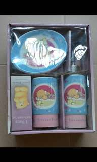 BNIB Forever Friends Bathroom Set