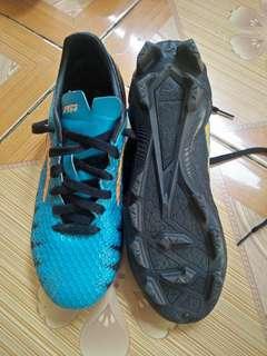 Sepatu ftsl atau bola, asli ori yaa untuk kondisi 99%  waktu beli 750rbu.