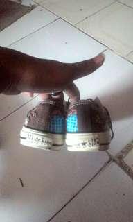 Jual sepatu convers bermotif silahkan liat digambar