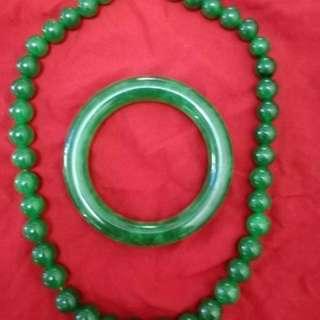 老坑冰種帝王綠滿色,玉鐲與項鍊一套。新加坡看貨!