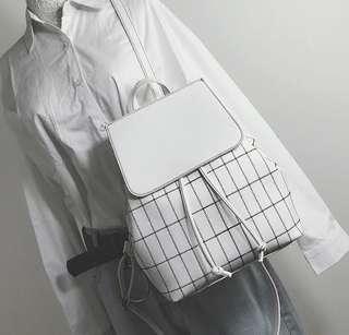 minimalist grid bagpack