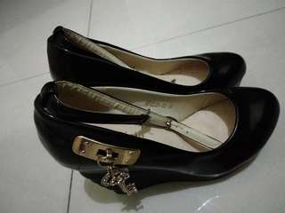 Sepati high wedges hitam